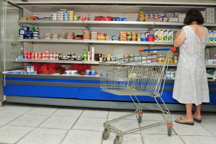 woman-shopping-web-750x500